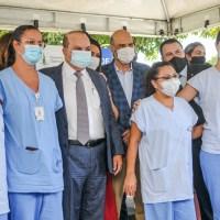 Esperança e emoção marcam o início da vacinação contra coronavírus em Brasília