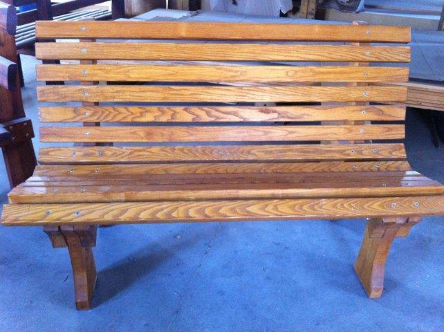 Panchina in tavole di legno massello