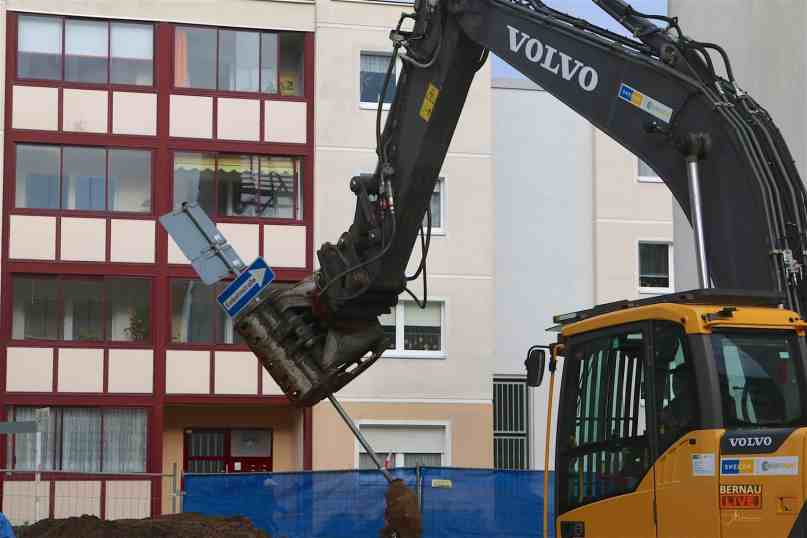 Bernau: Das Verwaltungsgebäude ist dann mal (fast) weg