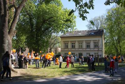 Zahlreiche Familien bei der Ostereier(nach)suche im Bernauer Stadtpark