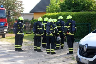 Ein Großbrand in Bernau beschäftigt aktuell die örtlichen Feuerwehren