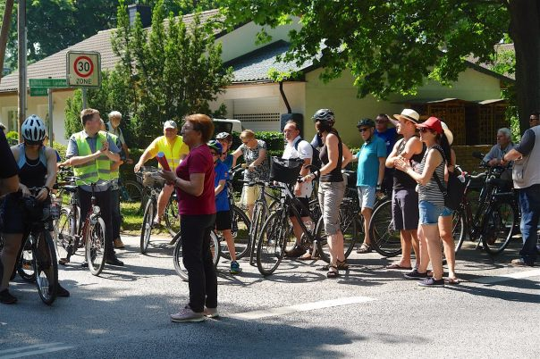 Für einen besseren Radwegeausbau ging es gestern zum Rathaus Bernau