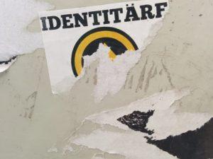 Aufkleber der Identitären Bewegung wurde abgerissen