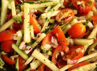 Frisse tomaten-komkommersalade