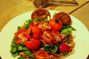 Speltpasta met spinazie en trostomaatjes