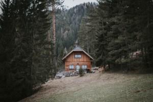 Vorbei an dieser perfekten Hütte