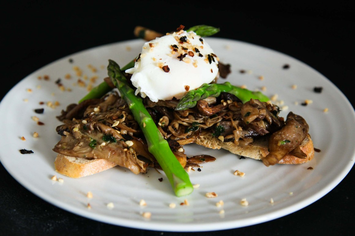 Quick Mushroom Toast Brunch with Egg, Asparagus and Hazelnuts | Berries and Spice