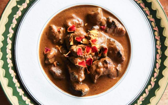 Fragrant and super creamy curry with pork skewers