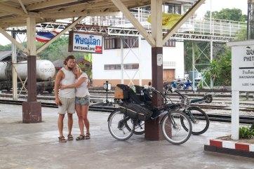 Michiel en Sanne met de trein naar Bangkok en dan naar NL