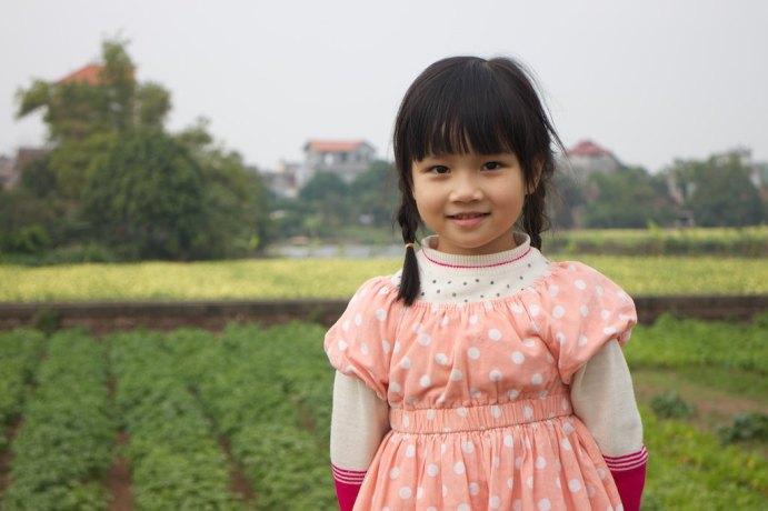 Meisje bij rijstvelden. Phố Keo, Vietnam