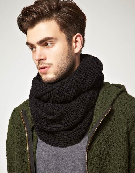 Pas vraiment dans la même gamme de prix, on trouve aussi du snood homme  chez les mamies tricoteuses de Golden Hook mais à 119 euros. 18deab350ba