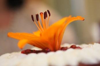 Dimanche 7 juillet : Décoration florale du gâteau d'anniversaire de ma maman