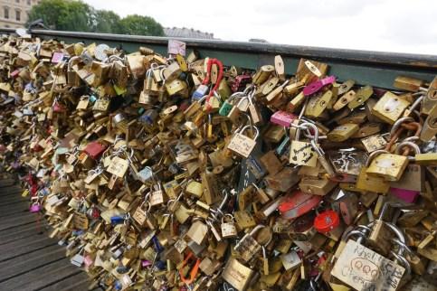 Samedi 28 juin : Nous n'avions pas notre cadenas à accrocher au Pont des Arts mais une photo s'imposait