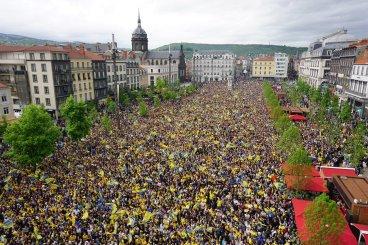 Samedi 2 mai 2015 : Place de Jaude à Clermont, 50.000 personnes réunies devant l'écran géant pour la finale de Coupe d'Europe