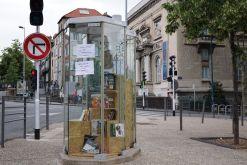 Vendredi 12 juin 2015 : une cabine téléphonique reconvertie en mini-bibliothèque
