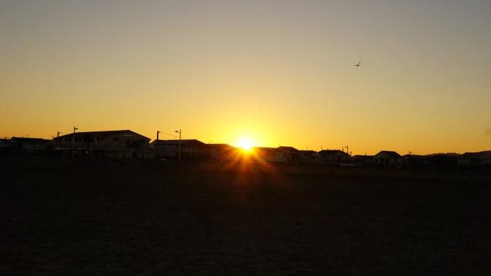 gruissan-plage-chalets-coucher-soleil