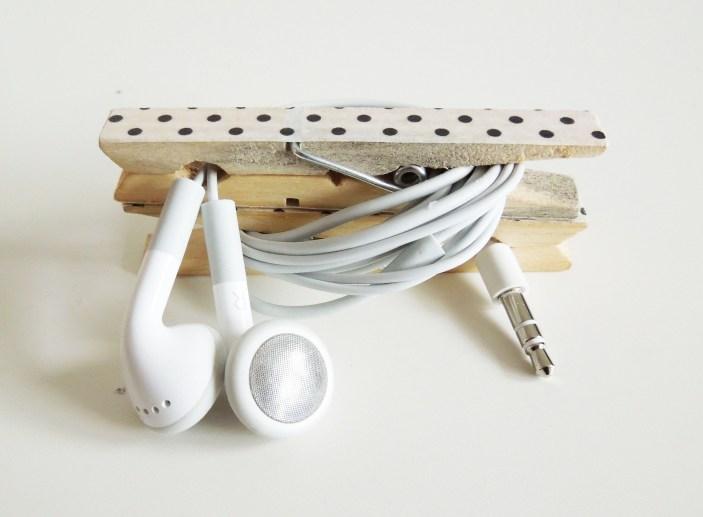 range-cable-ecouteurs-pince-linge