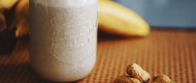 Smoothie plein d'énergie banane cacahuète