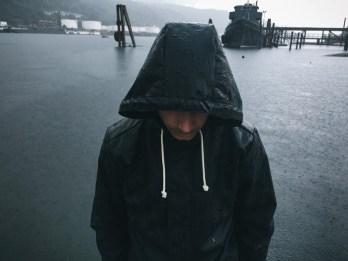 vans-fa16_classics_awmte_standing_in_the_rain_close_up