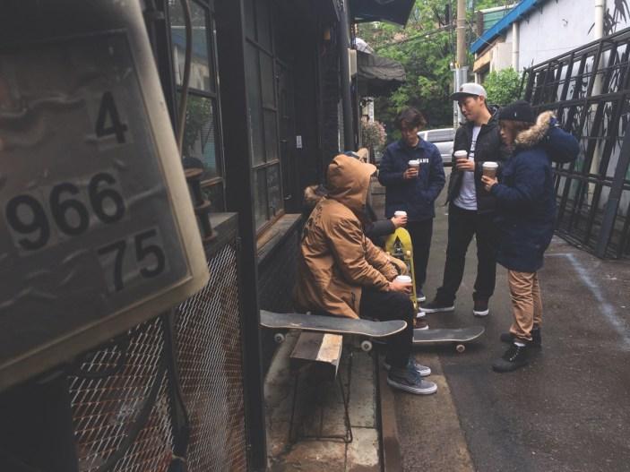 vans-ho16_classics_awmte_friends_having_coffee_apac