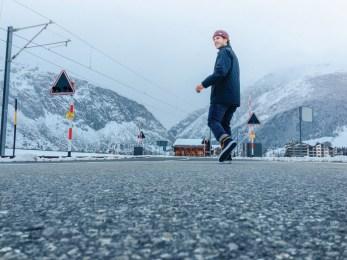 vans-ho16_classics_awmte_walking_towards_mountains-2