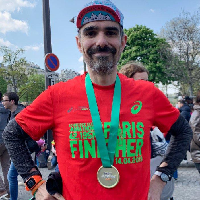 Avec ma médaille de Finisher au Marathon de Paris 2019
