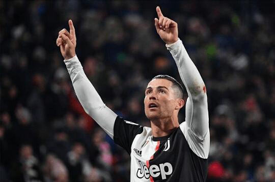 2 Gol Ronaldo Bawa Juventus Hancurkan Fiorentina