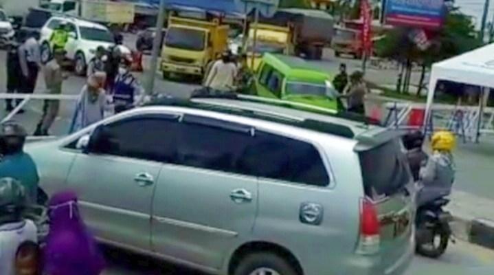 Pintu Masuk Pekanbaru Ditutup, Antrean Kendaraan Terjadi di Simpang Panam