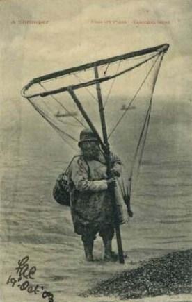 altes sw-Foto: Fischer mit Fangnetz