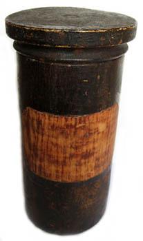 altes Arzneigefäß aus Holz