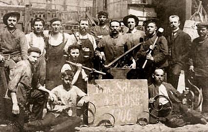 altes Foto: Bauarbeiter als Gruppe