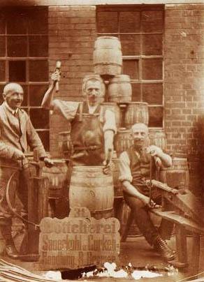 altes Foto: drei ältere Fassmacher