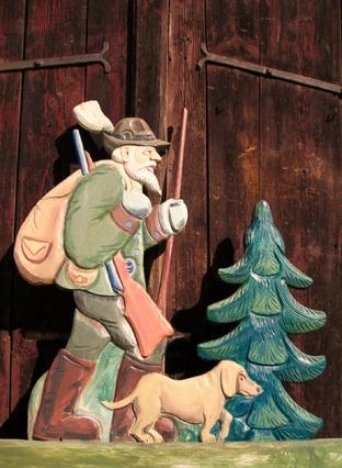 Holzfigur: Jäger mit Hund