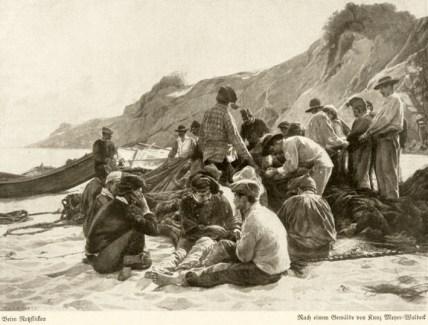 altes s/w Foto: mehrere Netzflicker am Strand beim Netzeflicken