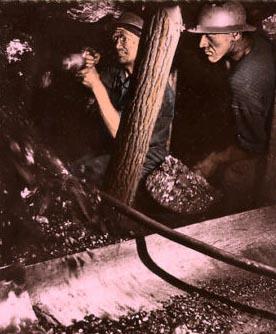 Foto: bei der Arbeit Untertage im Stollen