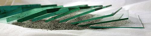 Farbfoto: Glasplatten verschiedener Dicke