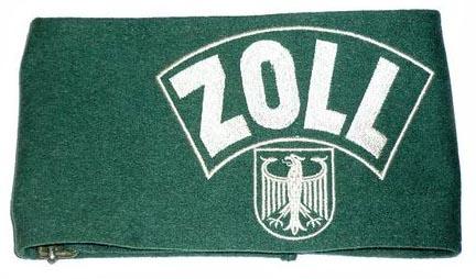 """grüne Armbinde mit weißer Aufschrift """"Zoll"""" und Bundesadler"""