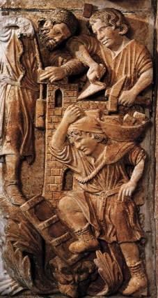 Relief: drei Maurer bei der Arbeit - einer trägt Steine im Korb über ene Stiege noch oben, einer mit Senklot, einer mit maurerkell