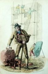 kolorierte alte Zeichnung: Hausbau: Mann im Vordegrund stapelt sich Ziegelsteine auf ein Holzgestell. Im Hintergrund siebt ein Mann Sand. Dahinter arbeiten Männer auf einem Gerüst an einem Haus.