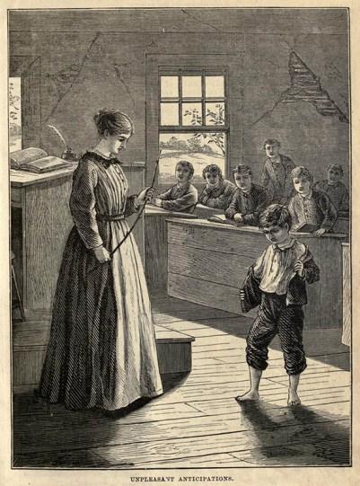 s/w-Abbildung: Lehrerin mit Rohrstock in der Hand schaut zu betreten schauenden Schüler vor ihr