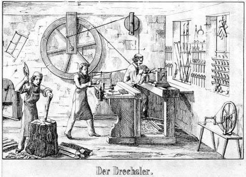 sw-Zeichnung: drei Arbeiter in einer Drechslerwerkstatt