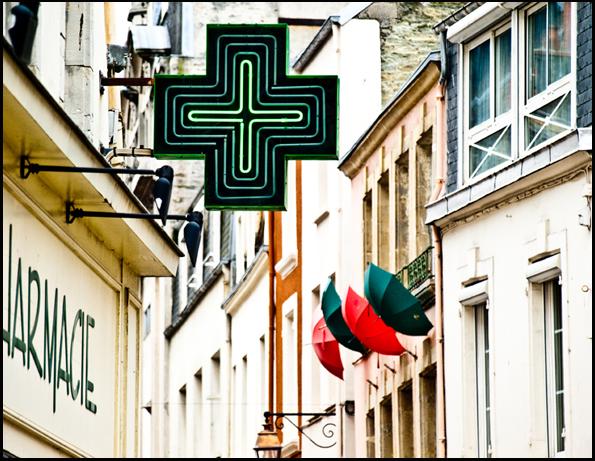 grünes Kreuzzeichen für Apotheke