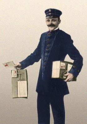 koloriertes Foto: Bote hält in jeder Hand ein nummeriertes Paket