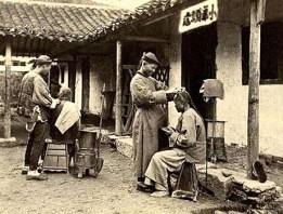 sw Foto: Wanderfriseure arbeiten am Straßenrand - 1870, China