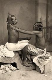 sw Postkarte: Mann aus Ostindien praktiziert Barbierservice - 1890, Trinidad