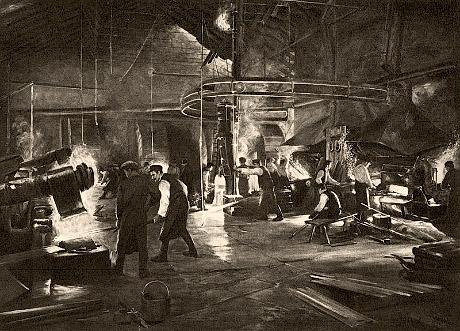 sw Gemäldefoto: viele Beschäftigte in einer Halle mit großen Eisenhämmern - 1912, Schweden