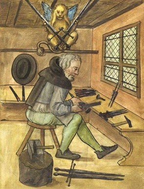 Buchmalerei: Mönch bearbeitet Dolche und Schwerter