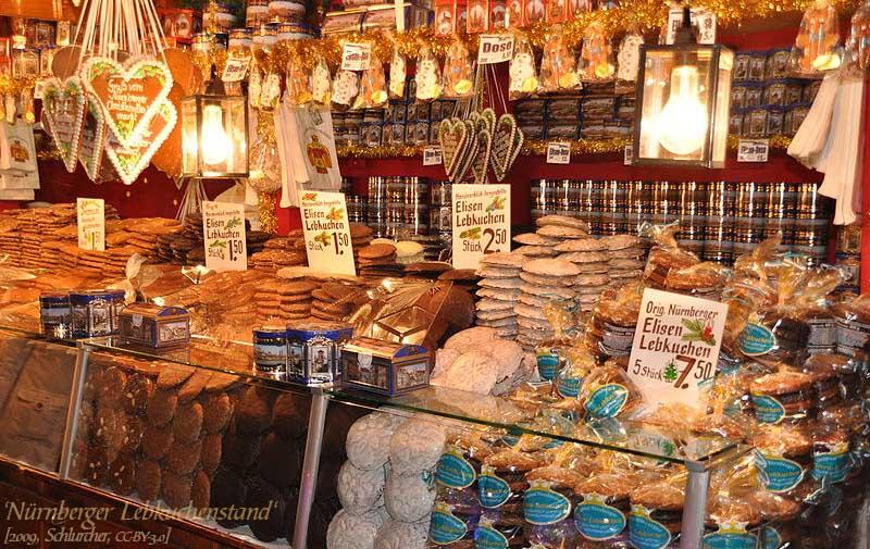 Farbfoto: Nürnberger Lebkuchenstand zur Weihnachtszeit