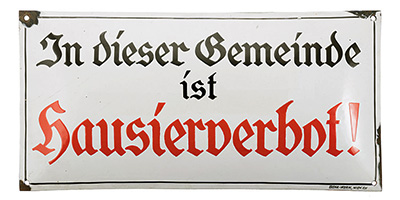 Schild mit Aufschrift: In dieser Gemeinde ist Hausierverbot! - 1935