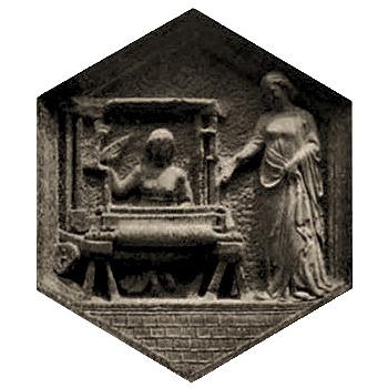 wabenförmiges Relief: Frau am Webstuhl